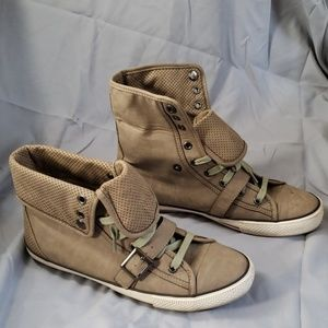 Sneakers / combat boots